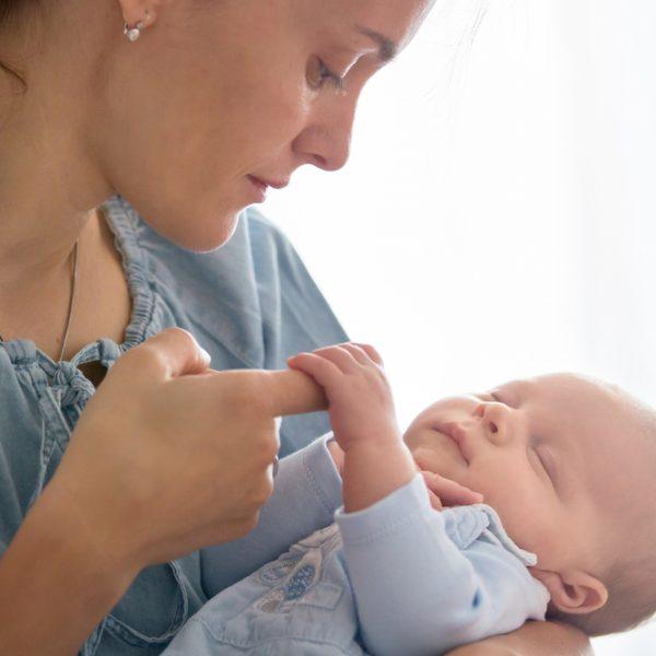 Płatny urlop rodzicielski sprzyja poprawie wskaźników szczepień małych dzieci...