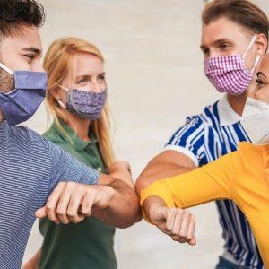 Szczepienia przeciw COVID-19 muszą się zmierzyć z potężnym ruchem...